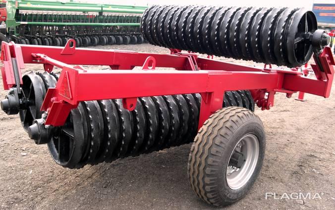 Compacting preseeding roller