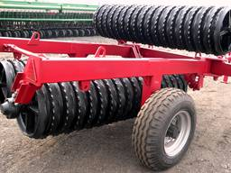 Compacting preseeding roller
