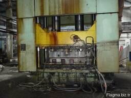 Hydraulic press Moldmatik-450 with sliding table