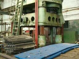 Hydraulic stamping press with sliding table force 3150t